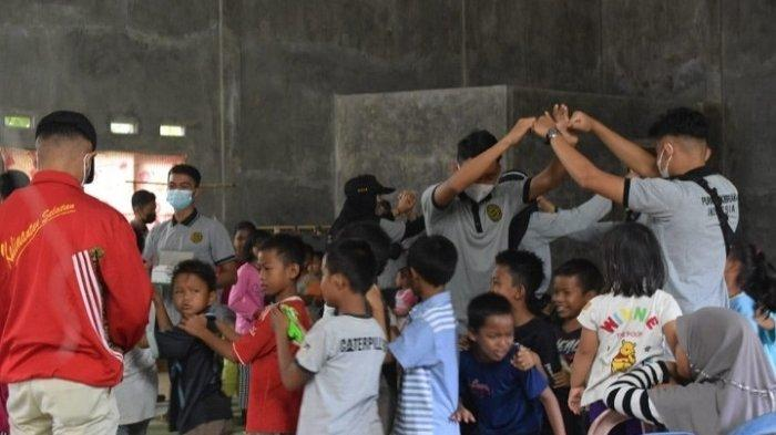Hibur Anak-anak Korban Banjir di Desa Baru Waki, Ini Harapan PPI HST