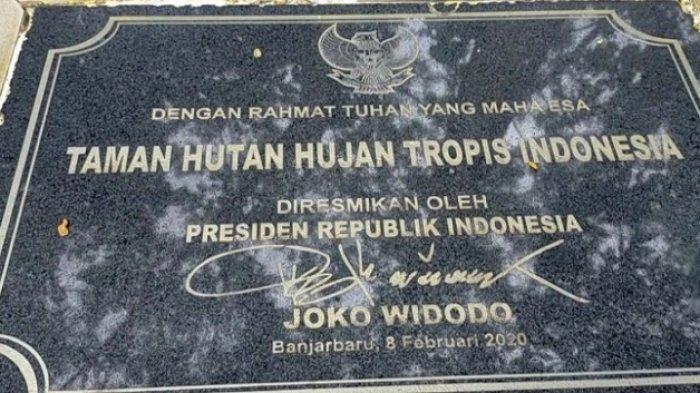 Taman Hutan Hujan Tropis di Perkantoran Gubernur Kalsel di Banjarbaru diresmikan Presiden Joko Widodo.