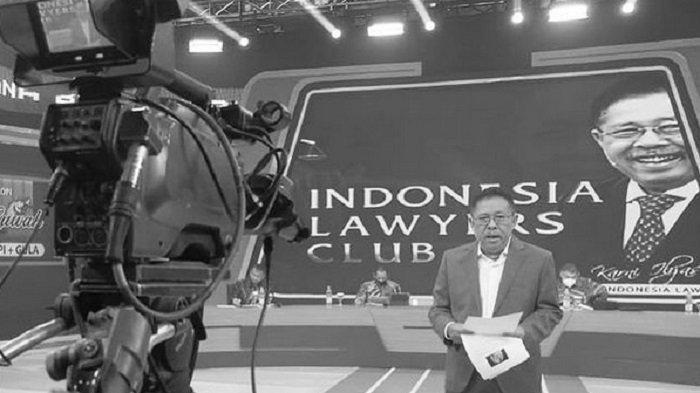 Presiden ILC TV One Karni Ilyas saat memandu acara ILC.