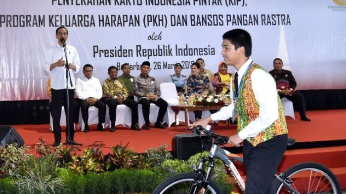 Jokowi Tak Lagi Bagi-bagi Sepeda Setelah Dapat Imbauan dari Bawaslu Jelang Pilpres 2019