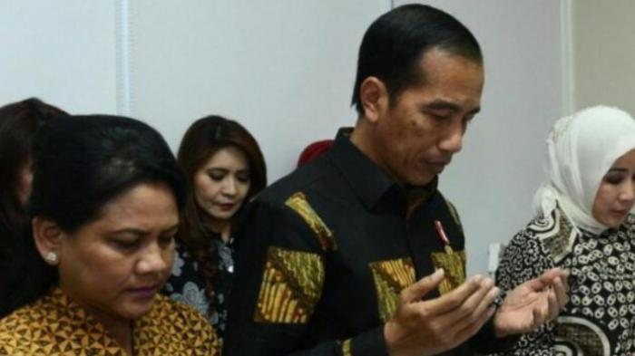 Reaksi Tak Terduga Iriana Jokowi Saat Mobil Presiden Joko Widodo Diadang Massa Pendemo