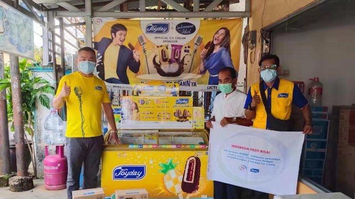 Produsen es krim JOYDAY memberikan bantuan korban banjir di Banjarmasin.
