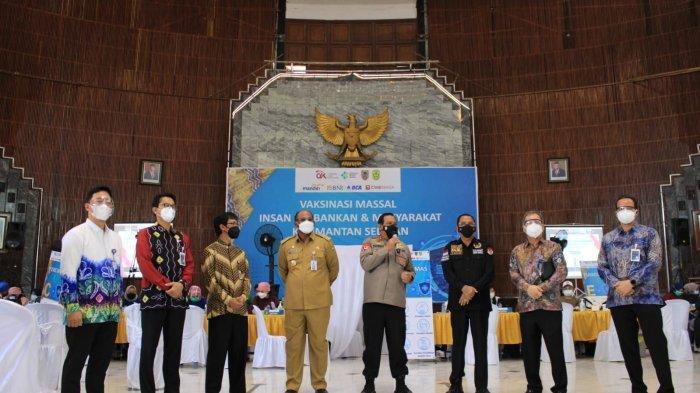 Didukung Kementerian Kesehatan Republik Indonesia (Kemenkes RI) dan Otoritas Jasa Keuangan (OJK), Bank Mandiri, Bank BRI, Bank BNI, Bank BCA, dan Bank CIMB Niaga berkomitmen melaksanakan program vaksinasi nasional
