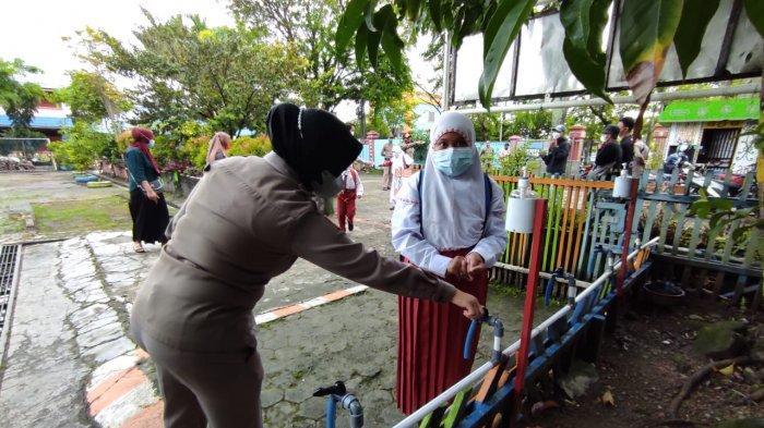 Pemko Banjarmasin Kerahkan Satpol PP Mengawasi Pelaksanaan Prokes di Sekolah