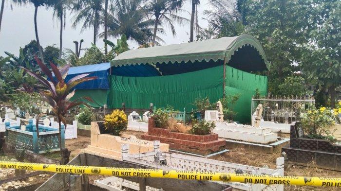 Makam Gadis 17 Tahun Di Tapin Akhirnya Dibongkar Polisi Secara Tertutup