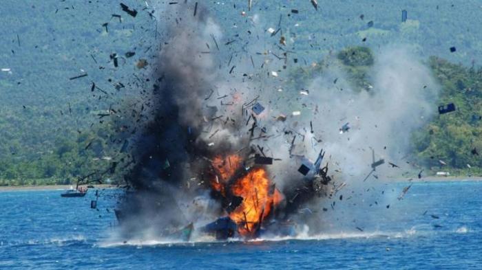 Menteri Susi Kembali Tenggelamkan Kapal, 70 Buah Tunggu Giliran