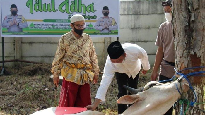 Iduladha 1442 H, Polres Tapin Bagikan Ribuan Paket Daging untuk Masyarakat