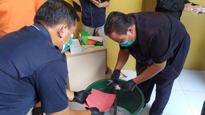 Diaduk di Ember Berisi Air Sabun, Ratusan Gram Sabu Dimusnahkan Satresnarkoba Polresta Banjarmasin