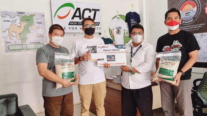HUT ke-76 Kemerdekaan RI, X-MOC Kalsel Salurkan Bantuan Beras dan Donasi ke ACT Kalsel