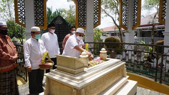 Milad ke-68 KKB, Keluarga Besar Bakumpai Ziarahi Makam H Abdussamad Sulaiman HB