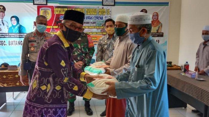 Ustadz dan Marbot Masjid di Batang Alai Selatan Dapat Bantuan Beras Pemkab HST, Ini Harapan Bupati