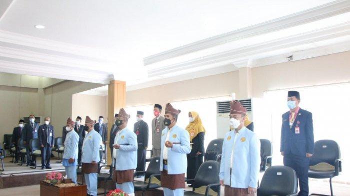 Protokol kesehatan diterapkan dalam rapat paripurna memperingati Hari Jadi ke-22 Kota Banjarbaru di Graha Paripurna lantai III gedung dewan setempat, Selasa (20/4/2021).
