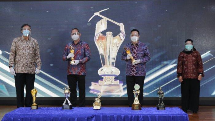 PT Adaro Indonesia meraih 6 penghargaan dari Kementerian ESDM dalam acara Pemberian Penghargaan Prestasi Penerapan Kaidah Teknik Pertambangan Mineral dan Batubara yang Baik Tahun 2020, di Gedung Ditjen Mineral Batubara, Jakarta, Selasa (29/9).