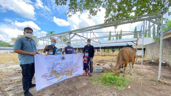 Arutmin bersama Mitra Kerja Bagikan 31.000 Paket Daging Kurban