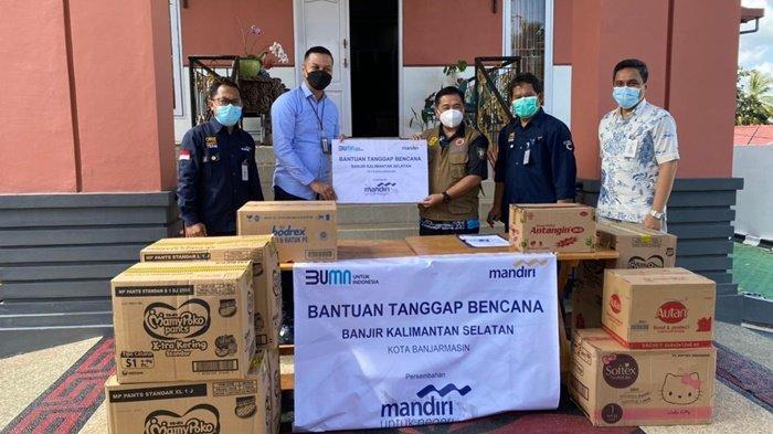 Bank Mandiri Banjarmasin Serahkan Bantuan untuk Korban Terdampak Banjir