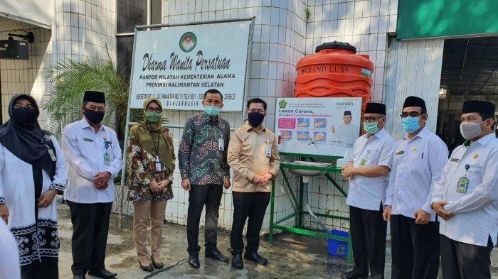 Peduli Penanganan Covid-19, Bank Syariah Mandiri Banjarmasin Sumbang Tempat Cuci Tangan