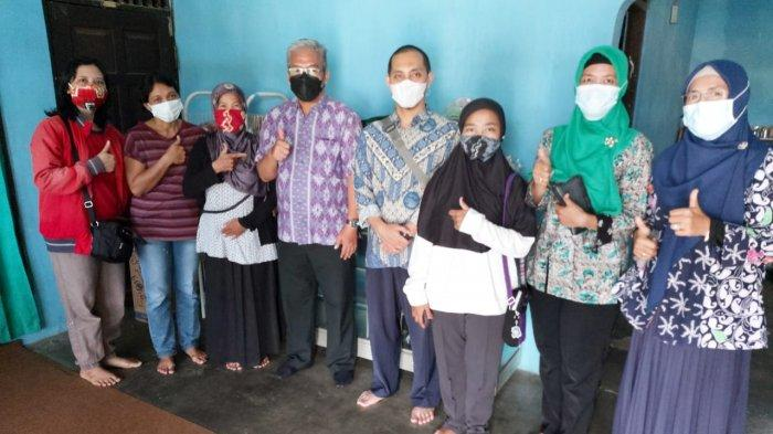 PT PLN (Persero) UIKL Kalimantan menyerahkan bantuan fasilitasi peningkatan kapasitas usaha 1