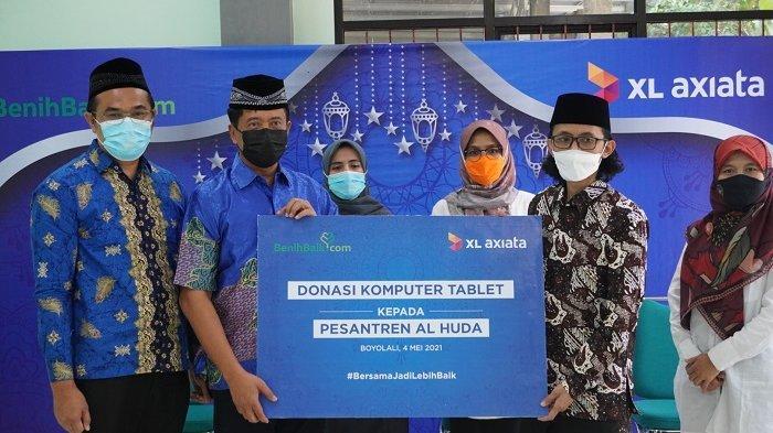 Kembangkan Desa Digital, XL Axiata Donasikan 100 laptop ke Belasan Pesantren  - Banjarmasin Post