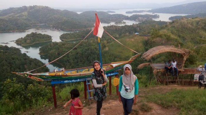 Wisatawan Membeludak Kunjungi Tiwingan Lama