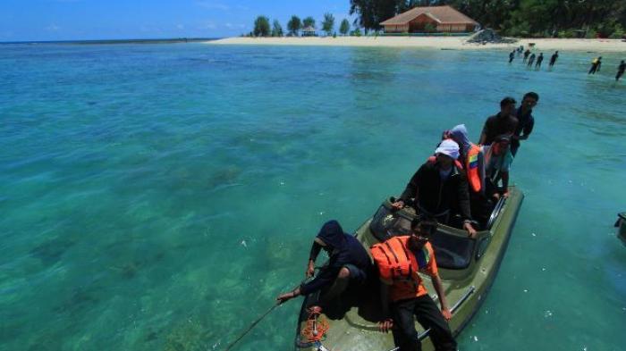 Wisata Kalsel, Bakar Ikan Segar di Kawasan Pulau Samber Gelap Kotabaru