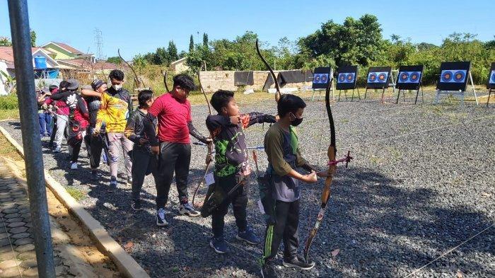 Puluhan Peserta Saling Beradu dalam Lomba Panahan Tingkat SD/SMP di SAHB Archery Range Banjarbaru