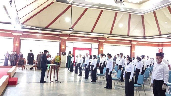 25 Tahun Berjuang Jadi Honorer, Guru Honor di Tanahlaut Ini Ungkap Bahagia Saat Dilantik Jadi PPPK