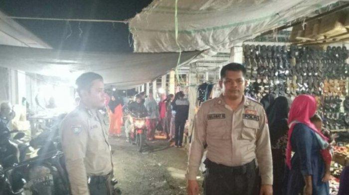 Berjualan di Pasar Tradisional Desa Manunggal, Pedagang dan Pembeli Senang Kehadiran Polisi