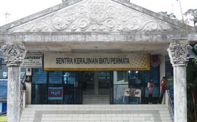 pusat perdagangan batu permata cbs martapura