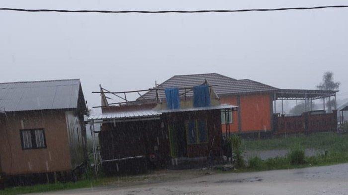 Puting Beliung Rusak Enam Rumah Warga Gambut Kabupaten Banjar