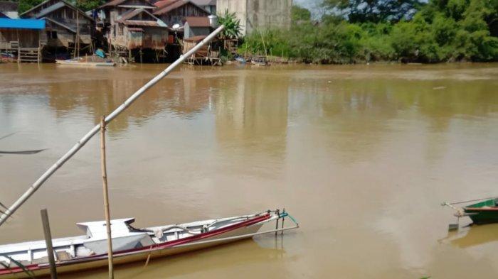 Sejak Malam Idul Adha 2021, Air Sungai Satui Tanbu Diduga Tercemar Lagi