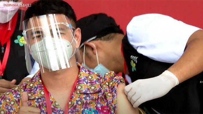 Perut Raffi Ahmad Jadi Sorotan Nagita, Ini Cerita Ayah Rafathar Jalani Vaksinasi Covid-19