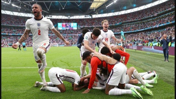 Para pemain Inggris merayakan gol yang dicetak Harry Kane ke gawang Jerman di babak 16 besar Euro 2021 Rabu (30/6) dini hari WIB di Stadion Wembley, London Inggris. Laga Inggris vs Jerman berakhir dengan skor 2-0, setelah sebelumnya Raheem Sterling mencetak gol