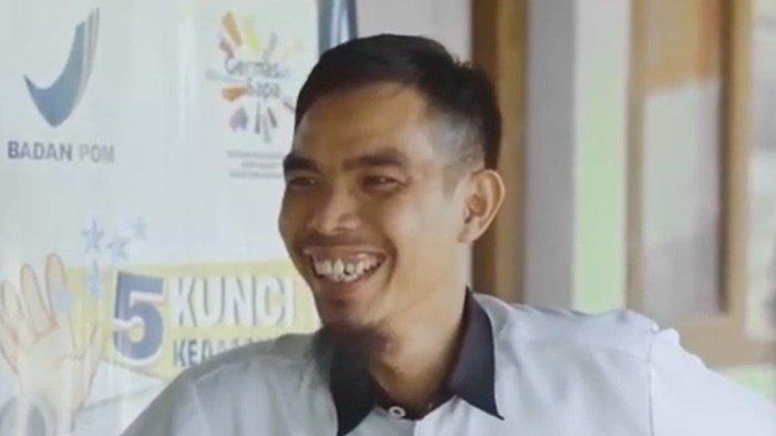 Rajudin, pria kelahiran tahun 1984, tercatat sebagai tenaga pengajar di SMAN 1 Upau, Kecamatan Upau, Kabupaten Tabalong, Provinsi Kalimantan Selatan.