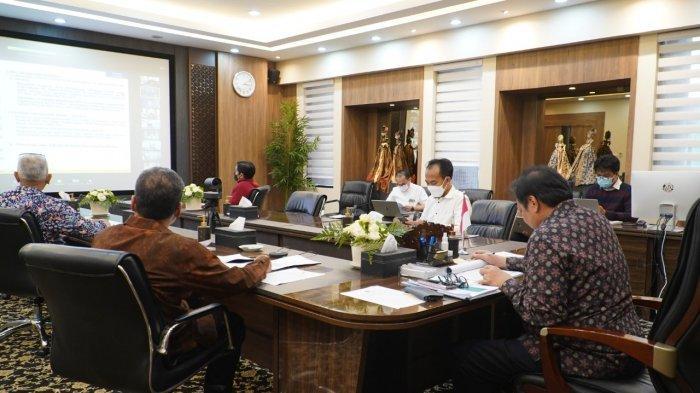 Rapat Komite Kebijakan Pembiayaan bagi Usaha Mikro, Kecil, dan Menengah (UMKM), Senin (3/5), yang dipimpin oleh Menteri Koordinator Bidang Perekonomian Airlangga Hartarto