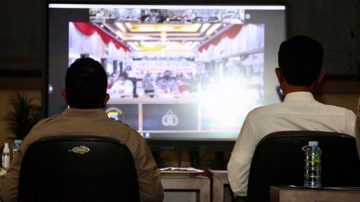 Bupati Banjar H Saidi Mansyur  menghadiri rapat dan analisa penerimaan Bintara Polri Polda Kalsel 2021 secara virtual di Mapolres Banjar, Rabu (15/9/2021).