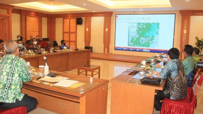 Sebelum penantanganan batas wilayah, dilaksanakan rapat dipimpin Gubernur Kalsel Safrizal, Kamis (17/6/2021).