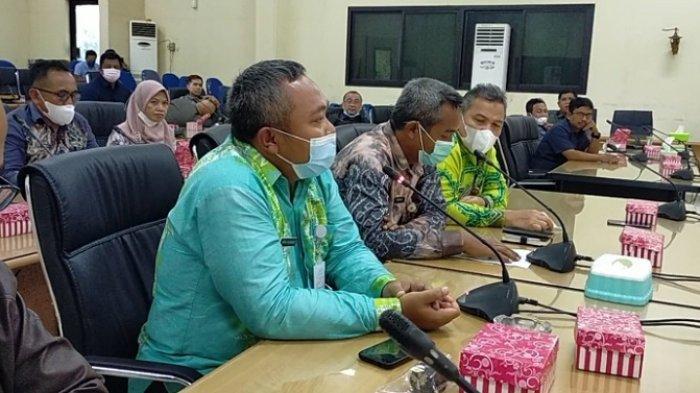 Bahas Ilegal Mining di DPRD HST, Camat Sebut Tak Tahu Pemilik Alat Berat di Gunung Batu Harang