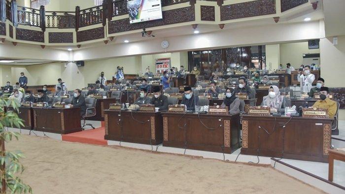 Rapat Paripurna DPRD Kalsel Tetapkan Perda Penyelenggara Kesehatan dan Kebun Raya Banua