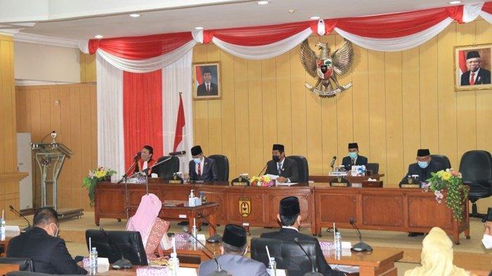 Suasana rapat paripurna yang agenda utamanya adalah pelantik Wakil Ketua DPRD Kota Banjarbaru, Senin (15/2/2021).