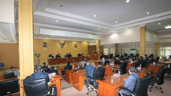 Rapat Paripurna Raperda tentang Anggaran Pendapatan dan Belanja Daerah (APBD) Perubahan 2021.