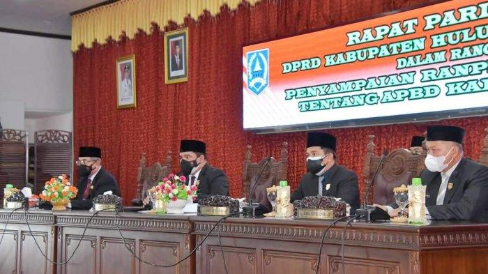 Rapat Paripurna yang digelar DPRD HSS