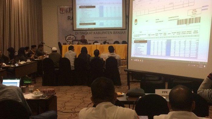 Rapat Pleno di KPU Banjar, Bawaslu Banjar Sebut Belum Ada Indikasi Kecurangan, Saksi Dikeluarkan