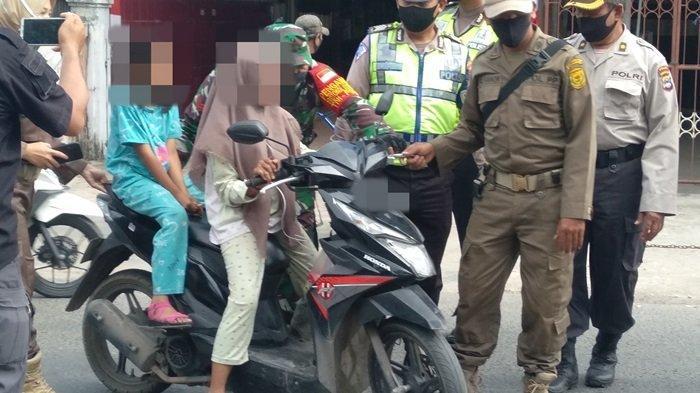 Bocah Perempuan dan Adiknya Menangis, Terjaring Petugas Razia Masker di Jalan KS Tubun Banjarmasin