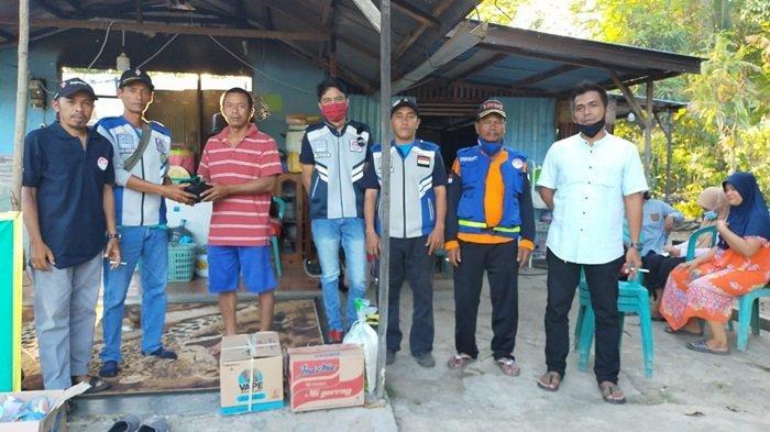 Relawan Gabungan Sungai Ulin Serahkan Bantuan Korban Kebakaran di Sungai Ulin Kota Banjarbaru