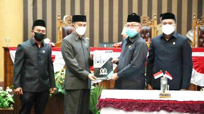 Penjabat Sekda Kabupaten Tanbu Hadiri Rapat Paripurna Rekomendasi LKPj TA 2020