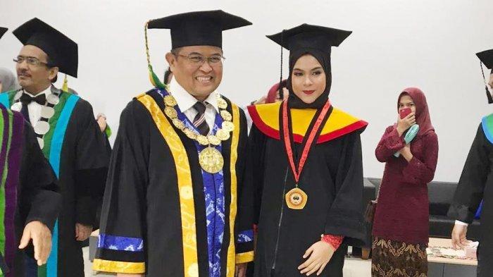 Terbaik Dua Nilai IPK Magister Fakultas Hukum, Renny Semringah Kenakan Toga Lagi
