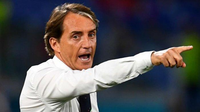 Pelatih Timnas Italia Roberto Mancini memimpin timnya melawan Turki dalam laga Euro 2020 Sabtu (12/6) dini hari WIB di Stadion Olimpico Roma. Laga tersebut berakhir dengan kemenangan Italia dengan skor 3-0