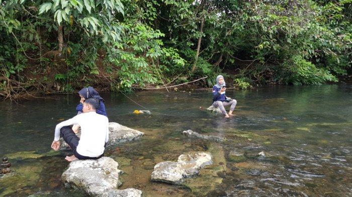 Wisata Kalsel - Lebar dan Kedalaman Sungai Alam Riamadungan Tanahlaut Mencapai Sepuluh Meter