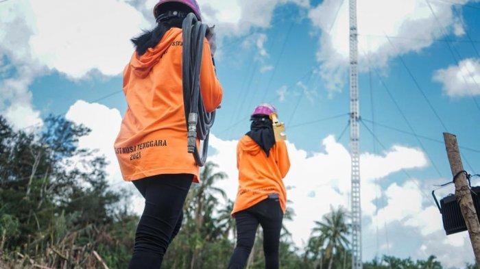 Rosalia Widya Astuti Chandra dan Putri Ramadani yang terjun langsung menjadi tim relawan PLN.