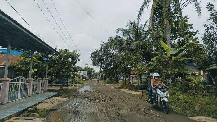 Dianggap Lebih Nyaman, Jalan Desa Bungin di Balangan yang Rusak Kini Diuruk Batu